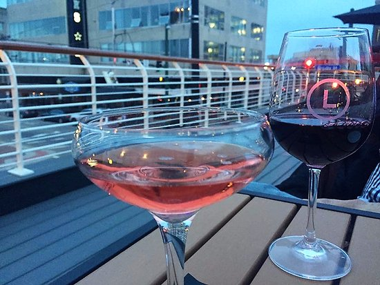 Leone's Italian: Roof top seating