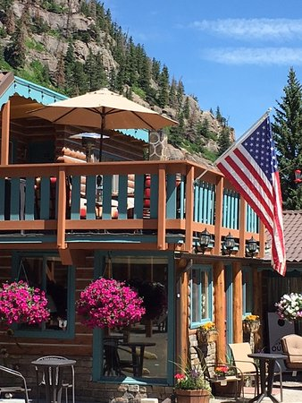 Ouray Inn: Beautiful viewing deck, magical flowers