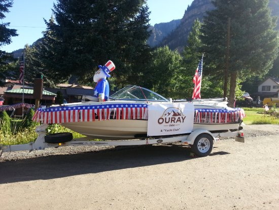 Ouray Inn: Walk with us in the July 4th home town parade!