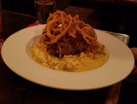 Chill Restaurant & Bar: Meatloaf dinner