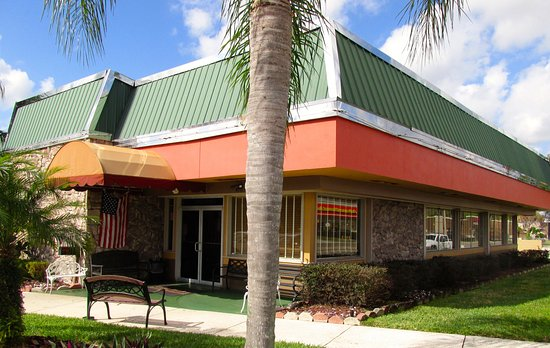 Lake Wales Family Restaurant: Facade