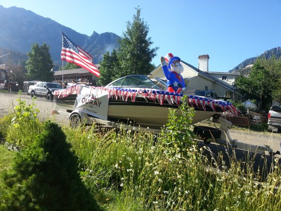 """4th Float/Boat - Ouray Inn and """"Yacht"""" Club"""