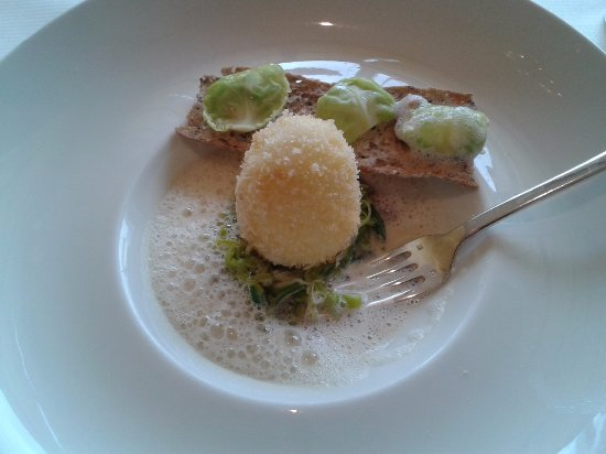 Uf mollet en chapelure sauce mousseuse au foie gras un for Restaurant le 36 amboise