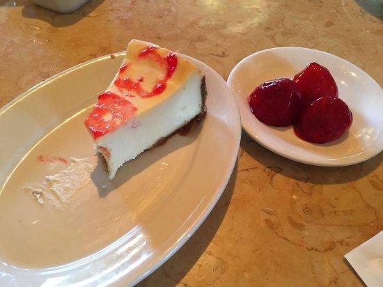 Bridgewater, NJ: cheesecake con fragole