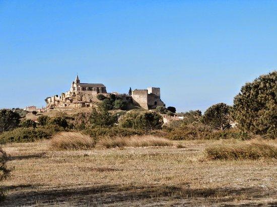 Fos-Sur-Mer, Francja: le chateau de fos à paques