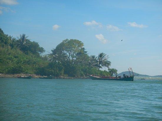 Kep, Cambogia: Accostage en mer de chine