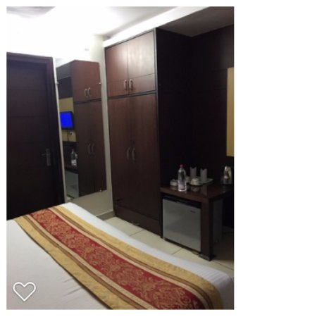 D2M Hotel: Room space very limted