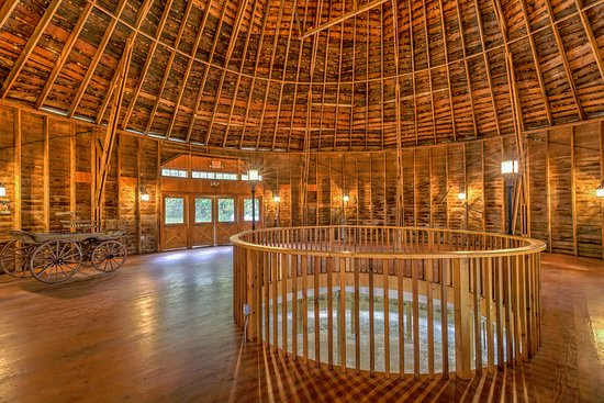 Round Barn Farm B&B: Round Barn built in 1914.  Great for a wedding dance!