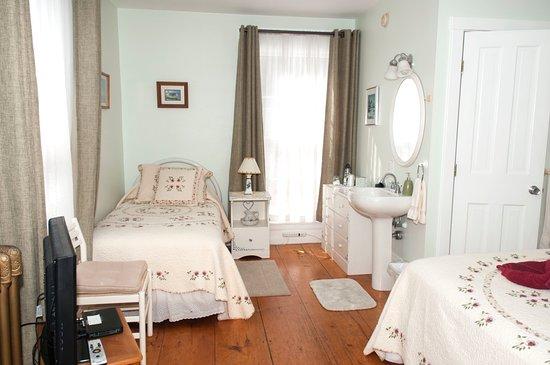 Freeport, ME: Azalea Room
