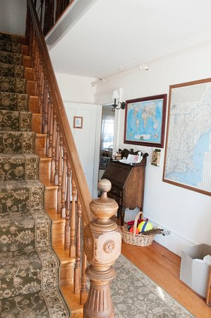 Candlebay Inn: Entrance Hallway