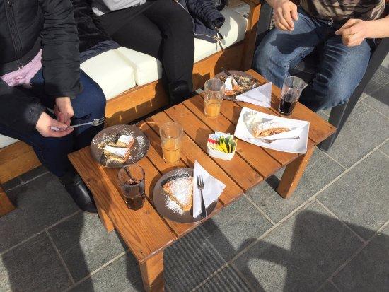 Cristall Bar Mountain Bistrot: tavolini