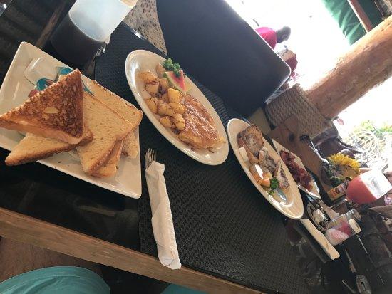 Baileys Restaurant Photo