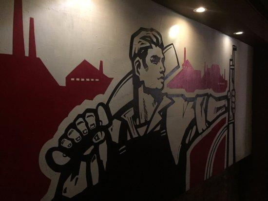 El Chanchullero de Tapas: Graffiti alle pareti