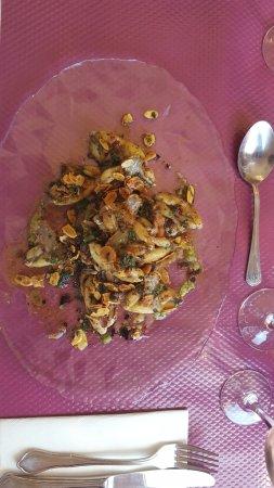 Restaurant Les Platanes: Cuisses de grenouille sur un lit de champignons à la provençale