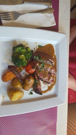 Restaurant Les Platanes: Magret de cannard et ses légumes