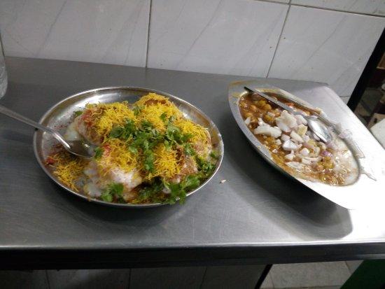 Gokul Chat Bhandar: snacks