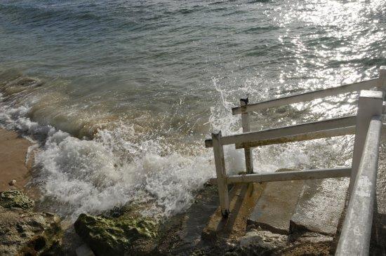 The Club, Barbados Resort & Spa All Inclusive: The website photo has no rocks!