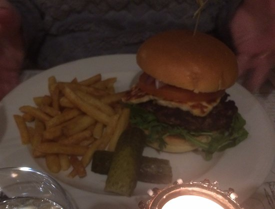 The Union Steakhouse: Steak burger with Halloumi