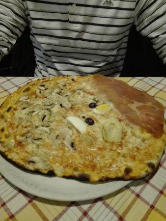 Trattoria il Tettarello: pizza capricciosa enorme