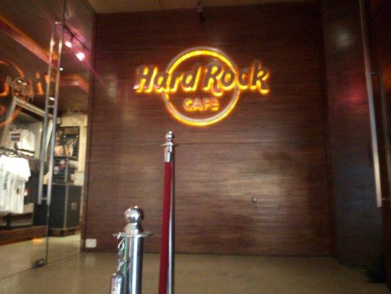 Hard Rock Cafe: the signage