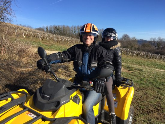 Quad Vignes et Chateaux: balade entre les vignes