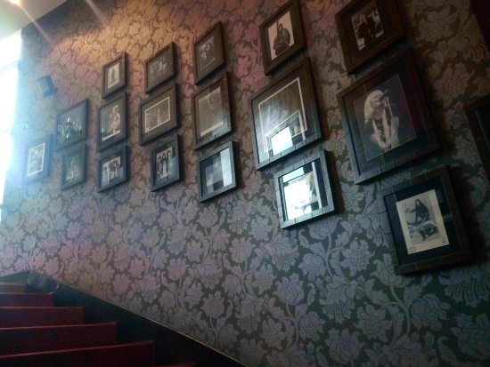 Hard Rock Cafe: stairway filled with pictures of rock legends