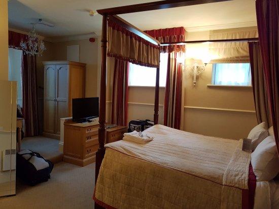 Warner Leisure Hotels Bodelwyddan Castle Historic Hotel: Four poster