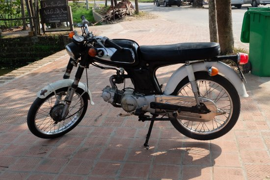 Duong Lam Ancient Village: Honda mid 60;s absolute ringer for my Yamaha 80 BVL 244C