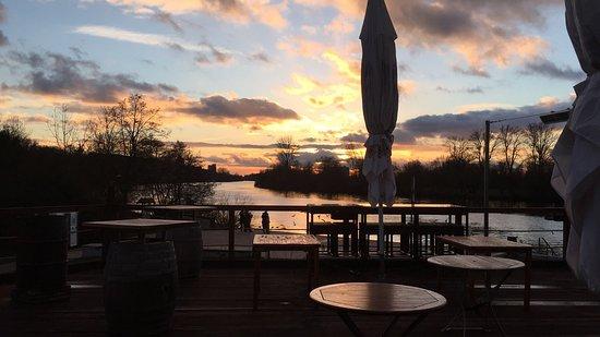 Kelsterbar am Mainufer: Romantik am Main.