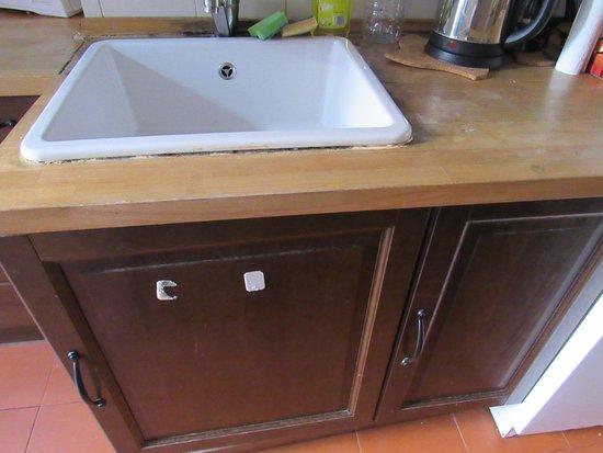Principe Real Apartments: cuisine regardez l état du contour de l évier