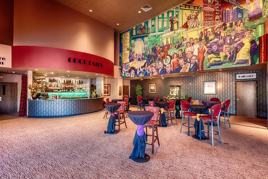 Arizona Broadway Theater: Patrons can enjoy pre-show drinks in the lobby while enjoying the memorable mural of Broadway.