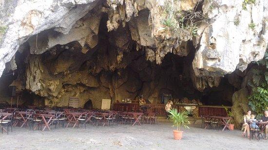 Valle de Vinales: restaurante en una cueva - pinar del rio