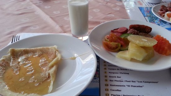 Club Amigo Ancon: ビュッフェでの朝食。クレープもフルーツも最高。