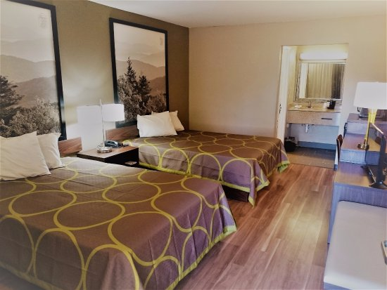 Super 8 Asheville Airport : New fully renovated rooms with new furnishings, flat screen tvs, bathrooms, and hardwood floors