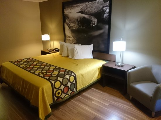Fletcher, Carolina del Nord: New fully renovated rooms with new furnishings, flat screen tvs, bathrooms, and hardwood floors