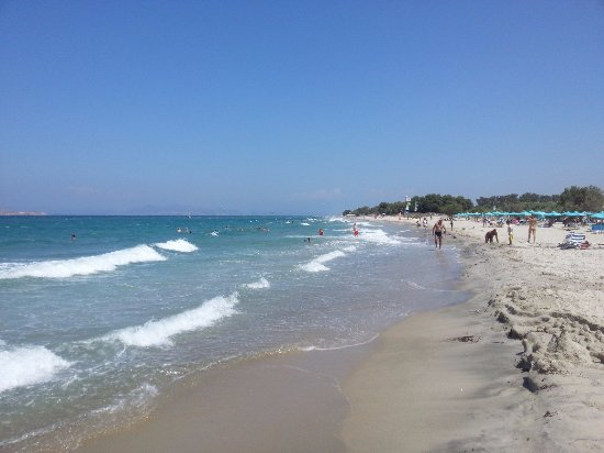 Pyli Bay Hotel: Пляж в разгар сезона