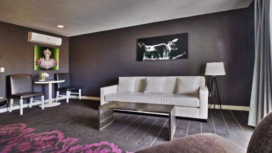 Serene Vegas: Living Area