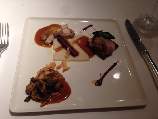 Jan Van den Bon: Rabbit. ragout pastry - Jerusalem artichoke - red cabbage - mustard