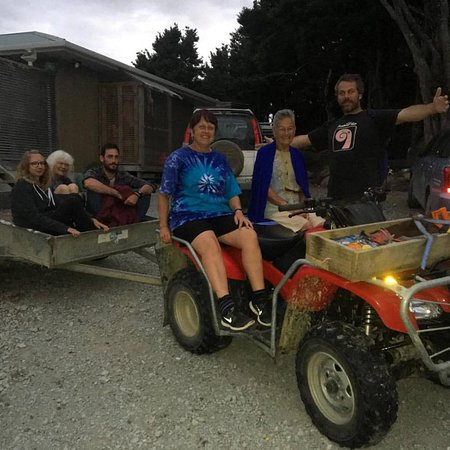 Northland Region, New Zealand: More happy visitors off on their glow worm adventure!