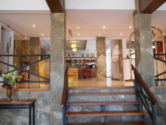 Kalenshen Hotel - Cerro Calafate: entrada/ lobby