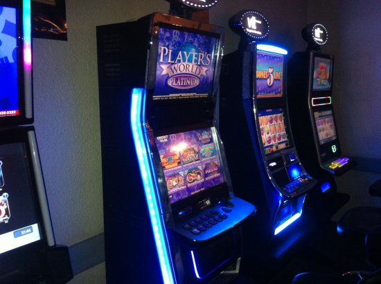 Oyen, Canada: 7 VLT Machines 10am-12midnight