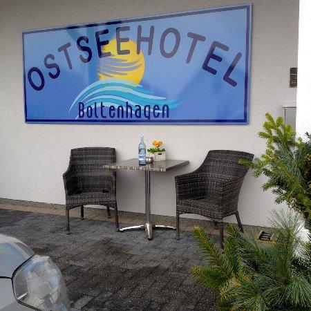 Ostseehotel Boltenhagen: Außenansicht, Eingangsbereich