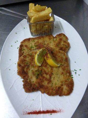 Deidesheim, Germany: Schnitzel Wiener Art ,mit Dicken Pommes....