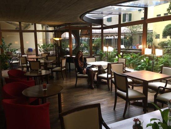 Croce di Malta Hotel: Perfect place for breakfast or lunch. Even had a piano