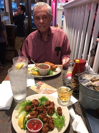 Big Fish Seafood Grill & Bar : Fantastic Fried Oysters and Catfish!