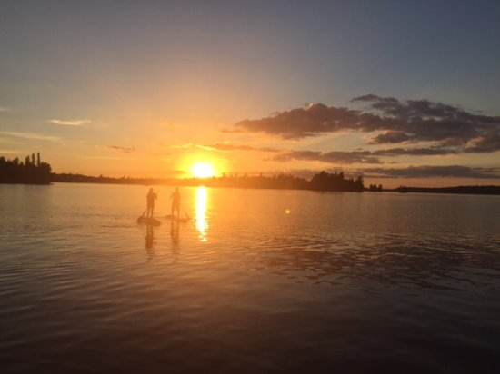 Cook, มินนิโซตา: Evening Paddle on our Stand-Up Paddleboards