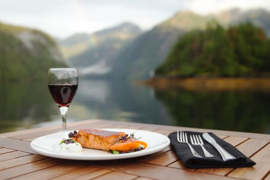 The Lodge at Englefield Bay (Westcoast Resorts): Indulge in exquisite cuisine.