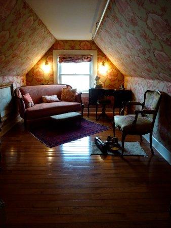 Stillwater, MN: Second/sitting room in Tennyson Suite