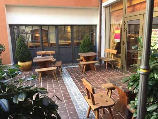 Hotel und Gaststätte zum Erdinger Weissbräu: Rauchergarten