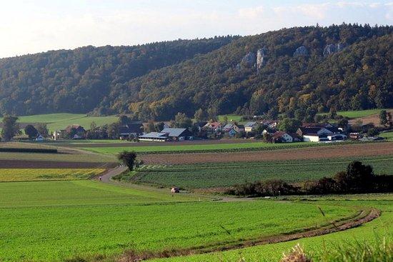 Eichstatt, Germany: Aicha mit Kletterfelsen im Hintergrund